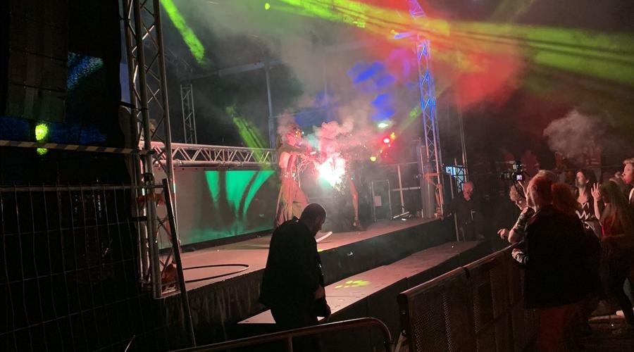 DJ und Beleuchtung