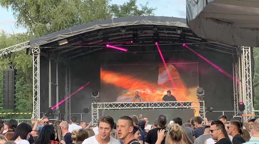 DJ auf Festival